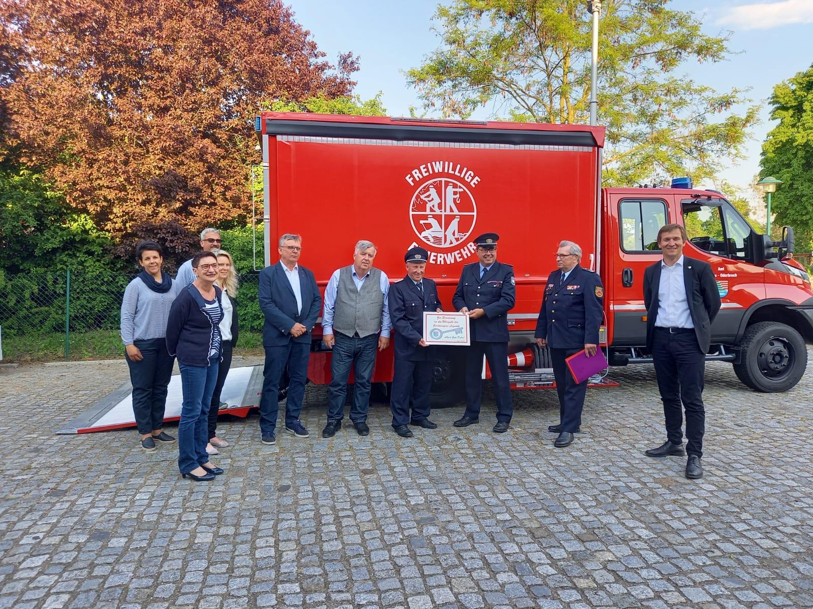 Bild      332021   Gerätewagen Logistik an die Freiwillige Feuerwehr Neu...